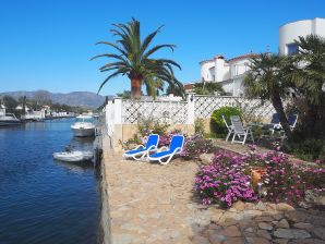 Holiday house LAS MORENAS with mooring at  Empuriabrava)