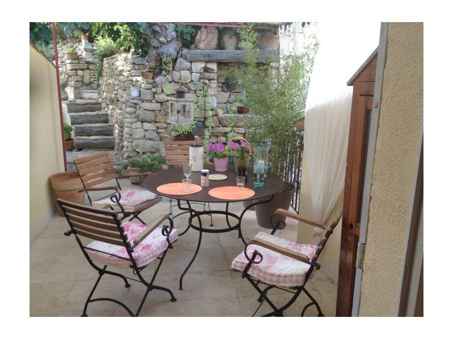 1. Terrasse vor Wohnbereich