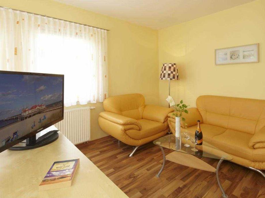 Couchgarnitur im kombinierten Wohn-/Schlafraum