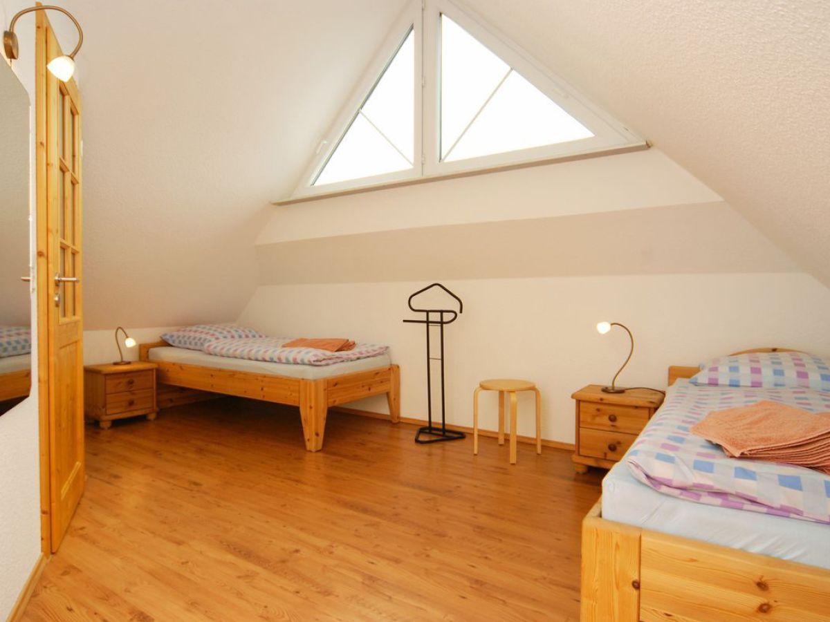 Dusche Unter Dem Dach : Einzelbetten unter dem Dach Gro?er Kleiderschrank und Balkont?r im