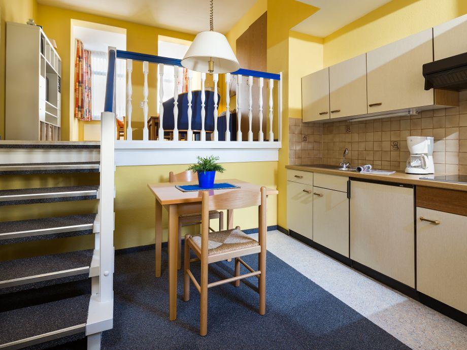 Küche mit Zugang zum Wohnbereich