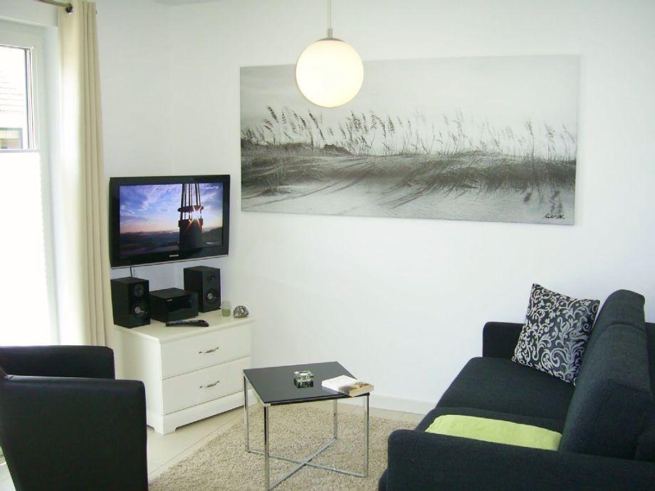 heller Wohnraum mit Schlafcouch, LCD-TV, W-LAN,