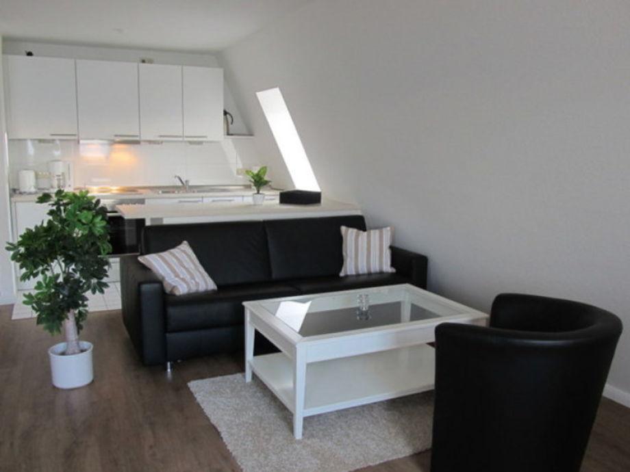 Moderner Wohnbereich mit offener Küche