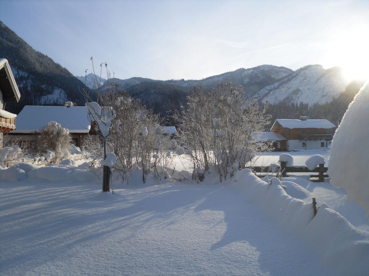 Ferienhaus lux zell am see pinzgau frau regina hahn - Garten im winter ...