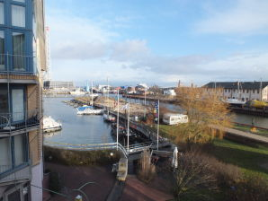 Ferienwohnung mit Ausblick auf Yachthafen und Meer