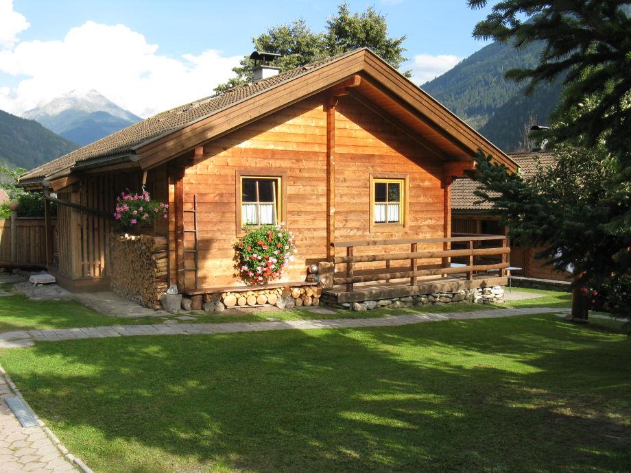 2 herrlich gemütliche Massivholz-Häuser