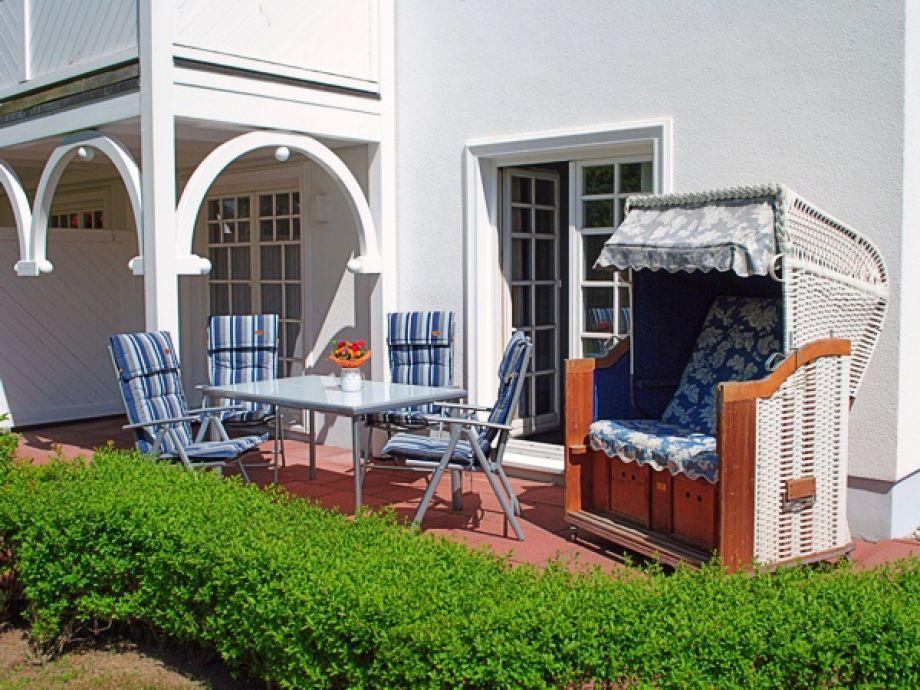 Terrasse mit Strandkorb für schöne Stunden