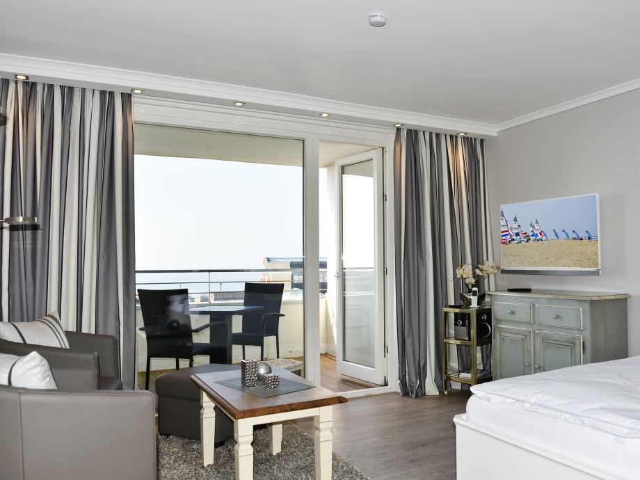 Wohn,-Schlafraum mit Doppelbett
