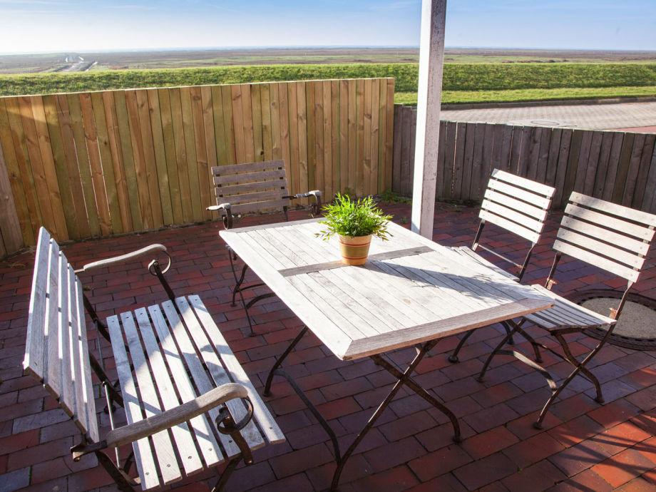 Terrasse mit Blick auf das Wattenmeer