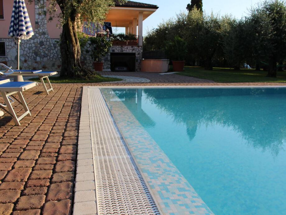 Schwimmbad und Terrasse Wohnung nr 9