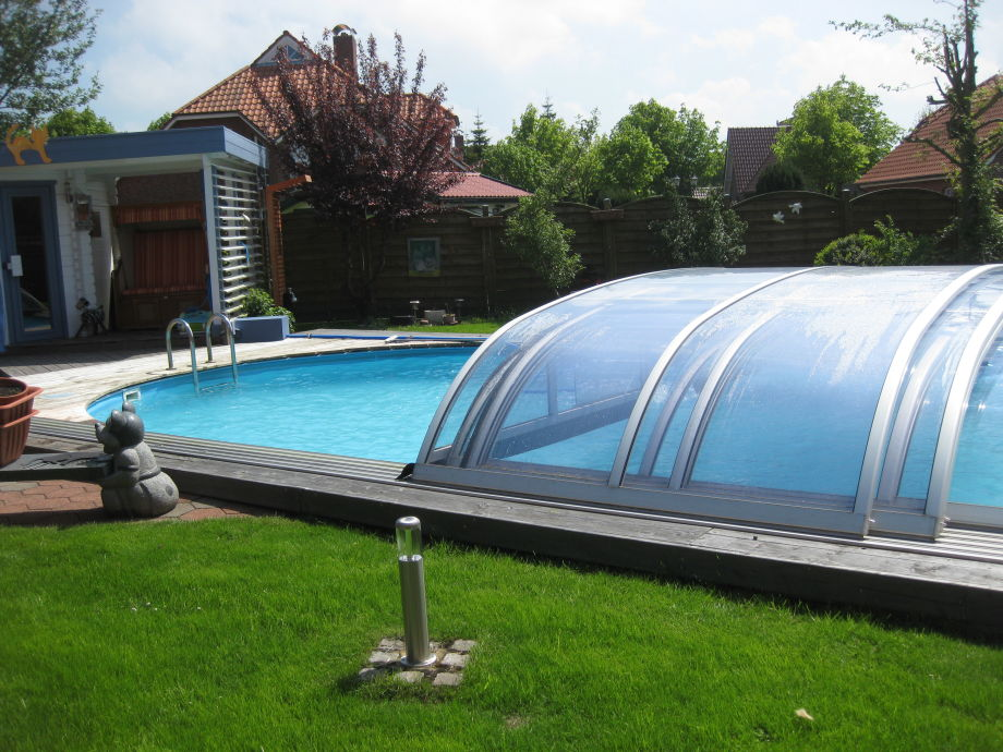 Gartensauna mit Schwimmbad
