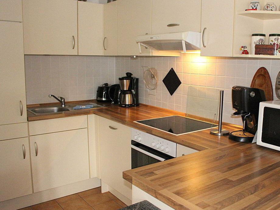 ferienwohnung 61 mit einem strandkorb niendorf ostsee l becker bucht firma. Black Bedroom Furniture Sets. Home Design Ideas