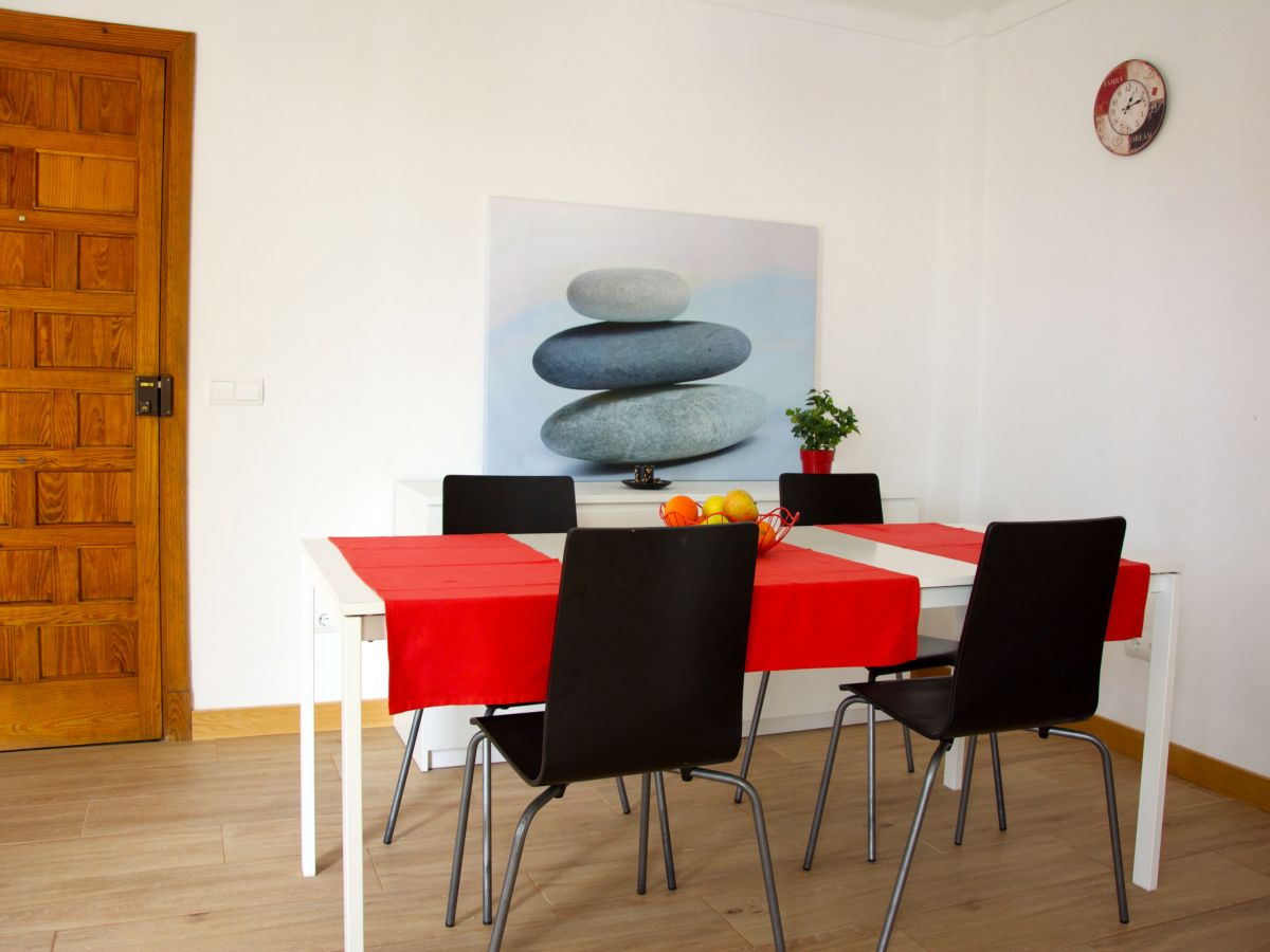 Wohnzimmer esstisch mit st hlen design for Wohnzimmer mit esstisch