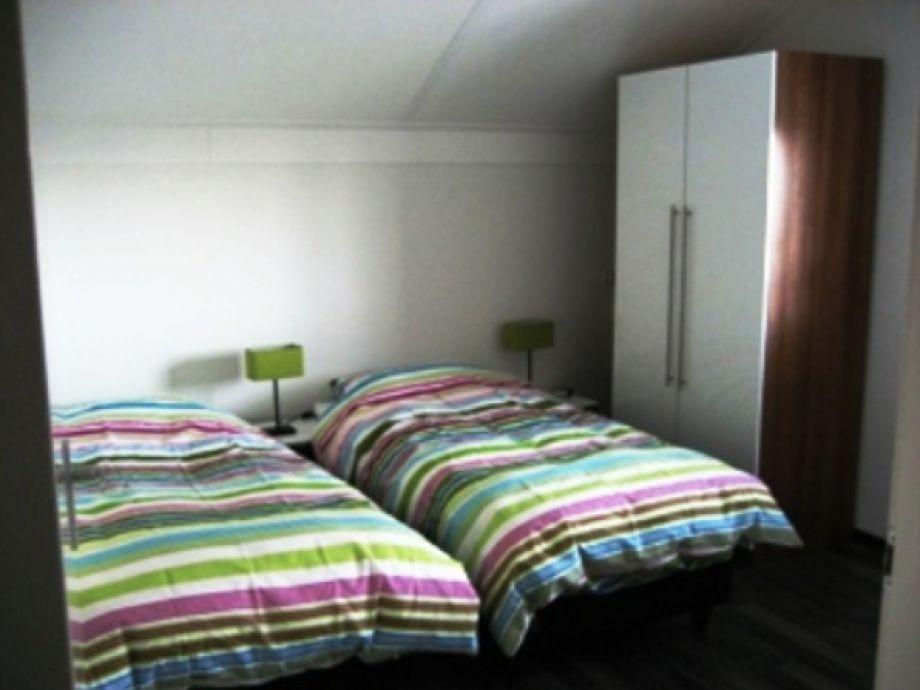 Ferienhaus koudum fr057 ijsselmeer koudum firma vakantie friesland herr peter de vreeze - Gemutliche schlafzimmer ...