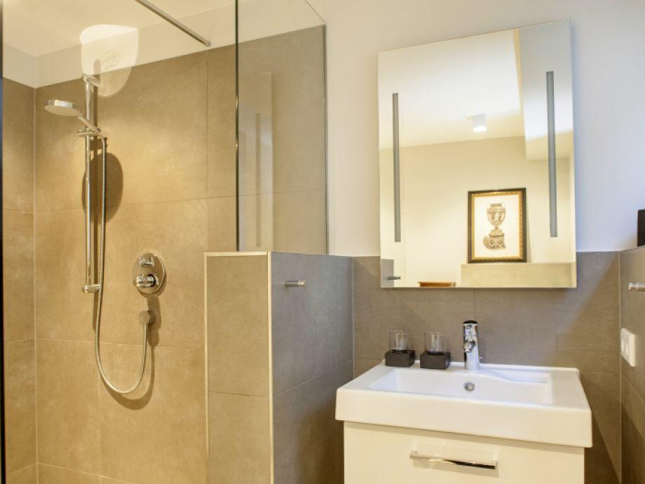 Schön 2. Badezimmer Mit Dusche Und WC Im Souterrain