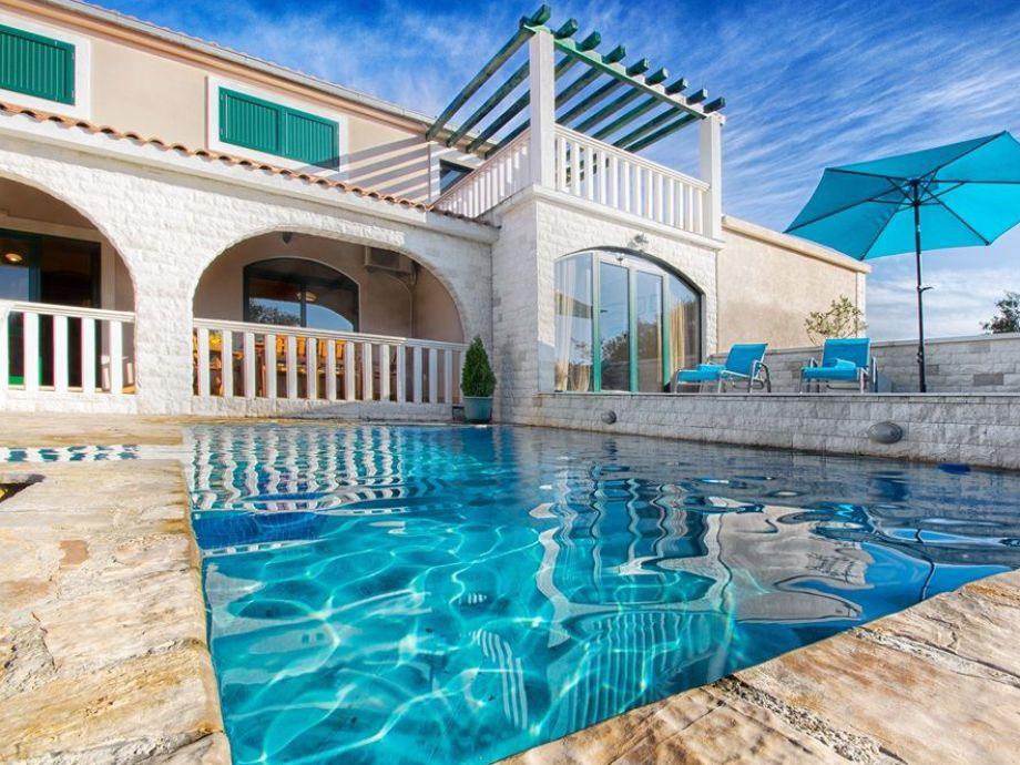 bezaubernde villa mit pool 3 km vom meer firma larus. Black Bedroom Furniture Sets. Home Design Ideas